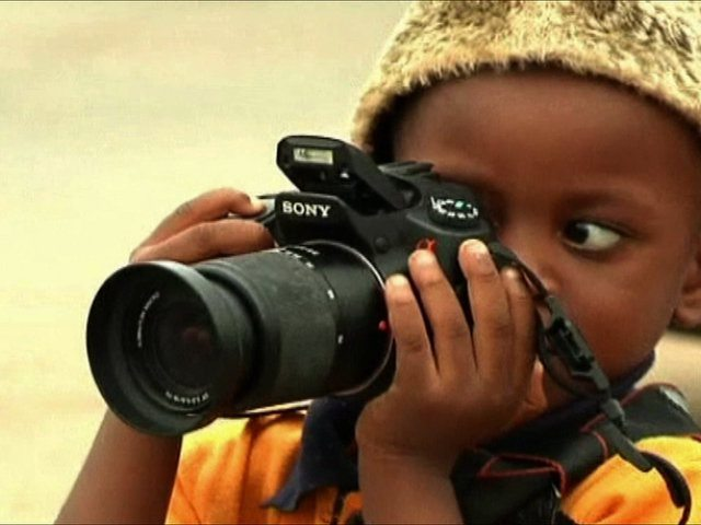 3-year-old-turns-photographer-and-exhibits-his-pictures-video-global-annal