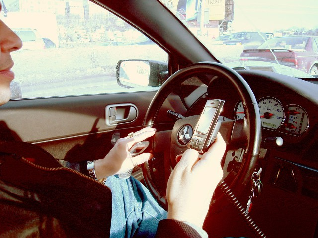 Dear Californians, It's Now Legal to Check Your Cell Phone Map While Driving