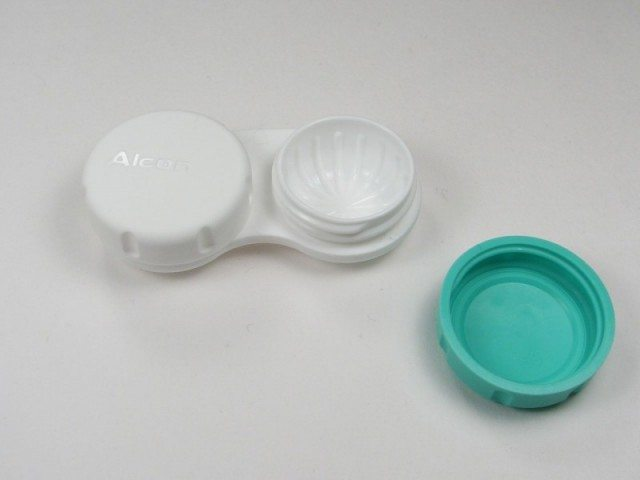 contact-lens-case-closeup-3173379022-800x6001