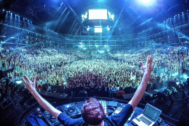 How Much Do EDM DJs Make? Booking Fees Revealed