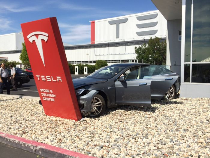 That Awkward Moment When You Crash Your New Tesla Model S Before Leaving the Dealership