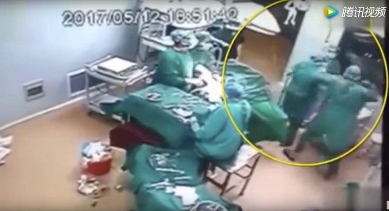 Fight Randomly Breaks Out Between Nurses Inside Chinese Hospital During Surgery