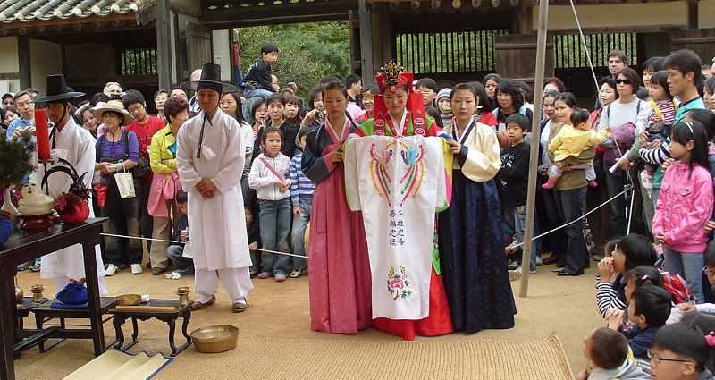 The Traditions and Customs of the Korean People