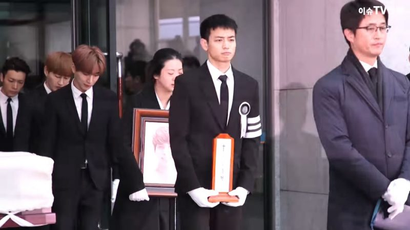Grieving K-Pop Stars Get Together to Carry SHINee's Jonghyun