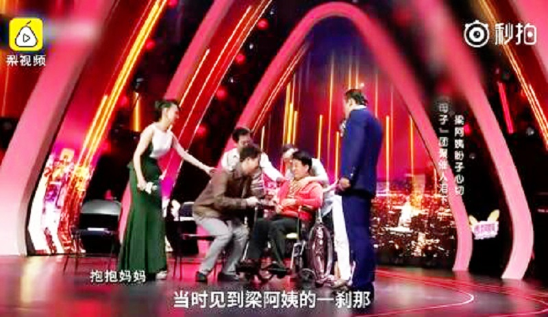 shanghai police officer meet couple who lost their son