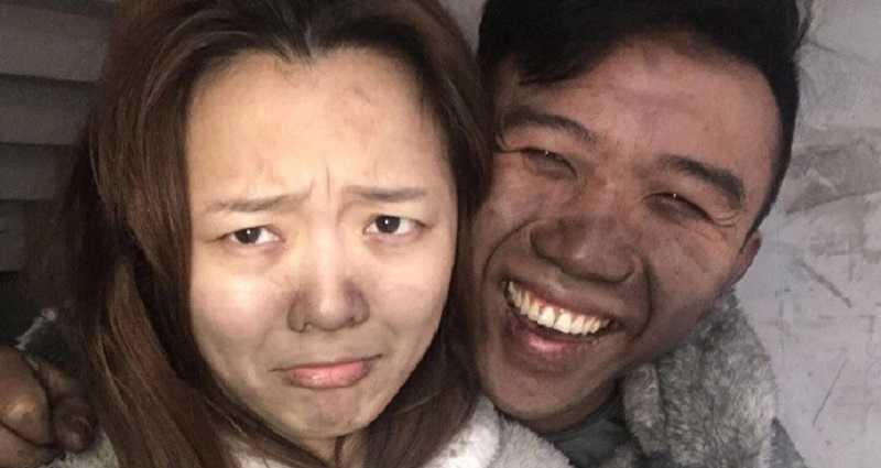 Chinese Couple Poses For Happy Selfie After House Almost Burns Down