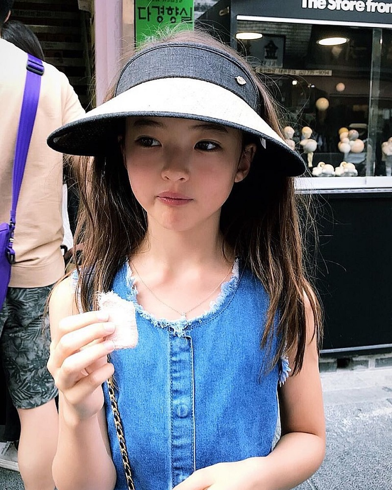 Korean American Child Model Signs With YG, Will Most Likely