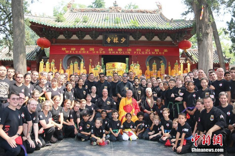 American Students Show Off Their Kung Fu Skills at Shaolin