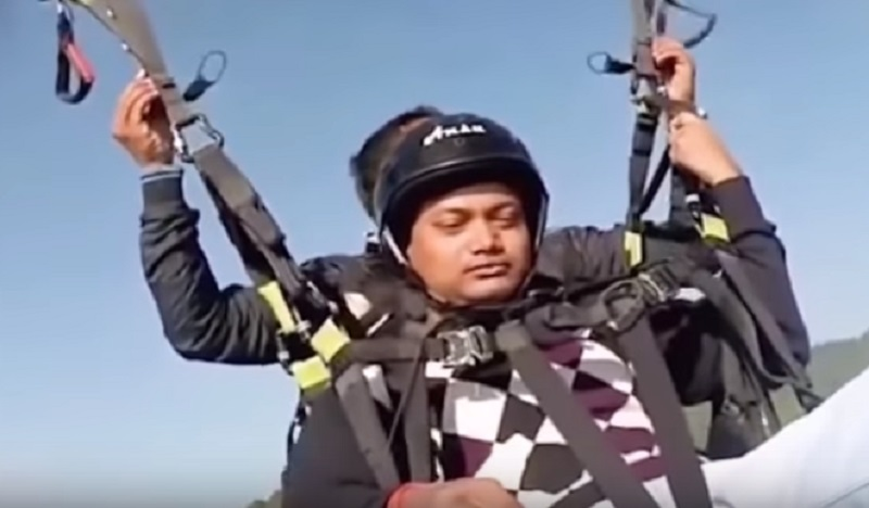 Hero Pilot D‌i‌e‌s Saving Tourist In Paragliding Ac‌ci‌den‌t in India