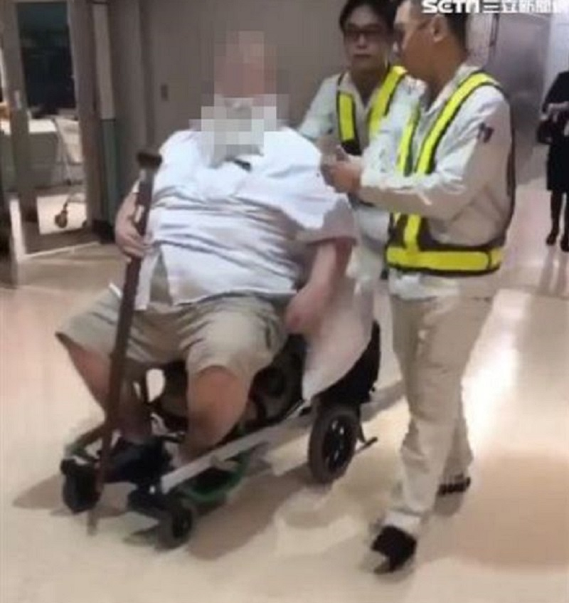 The obese American man who harassed and traumatized Eva Air flight attendants by ordering them to wipe his anus after defecation has, despite being banned, successfully booked more flights with the same airline.
