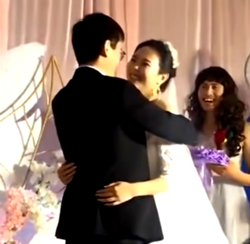 A video of a wedding in northern China showing a man dressed as a bridesmaid has caught the attention of eagle-eyed netizens on social media.