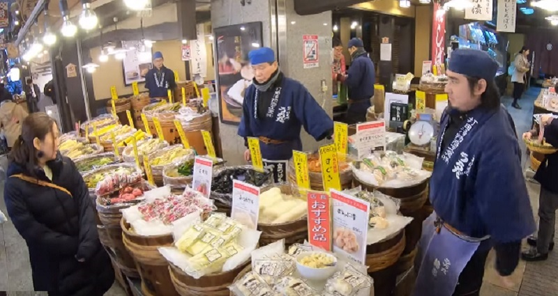 Popular Japanese tourist spots are trying to find ways to keep tourists from eating while walking in such a manner that would offend the locals.