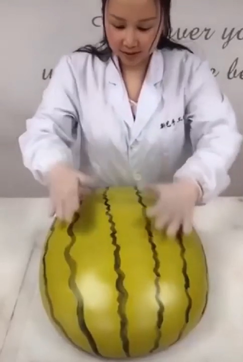 A baker from southern China is going viral on Chinese social media for her incredibly realistic, fruit-like steamed buns that are blowing the minds of many netizens online.