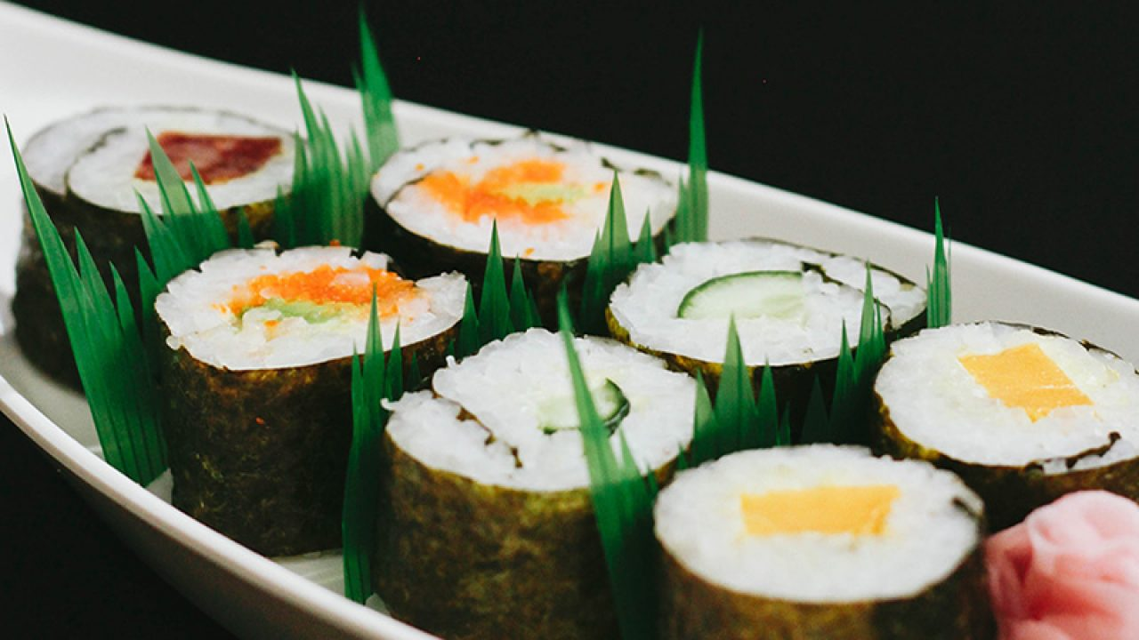 70e5605df37 Why Take-Out Sushi Has 'Grass' in Between Pieces