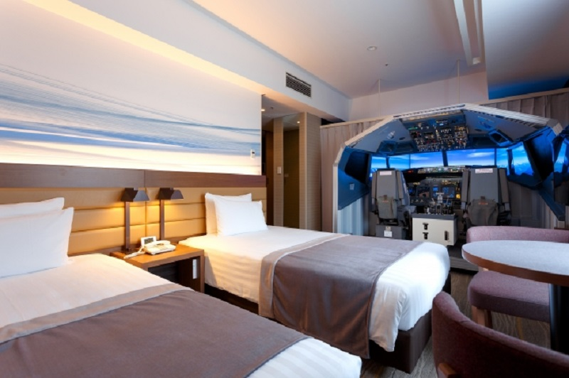 The Haneda Excel Hotel Tokyu, which is connected to the Haneda International Airport in Tokyo, has just unveiled a room equipped with a huge flight simulator as a form of entertainment for guests who want to experience what's it like to be a pilot.