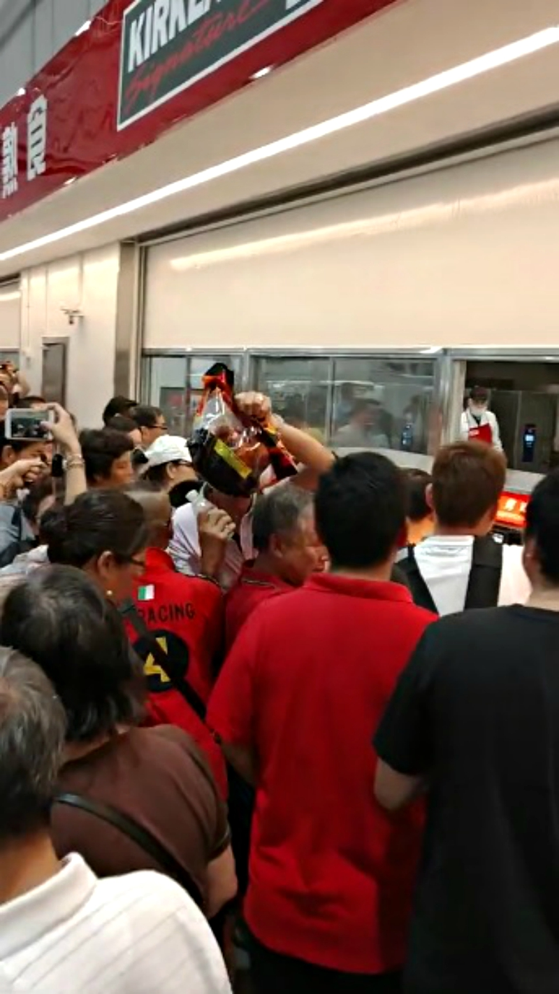 China's very first Costco outlet opened on Tuesday morning to an insane swarm of shoppers eager to get their hands on bargain goods.