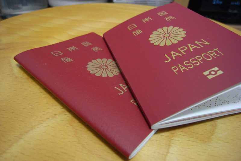 Japanese and Singaporean citizens hold the world's most powerful passports in the final quarter of the year, being able to visit a respective total of 190 destinations without a visa.