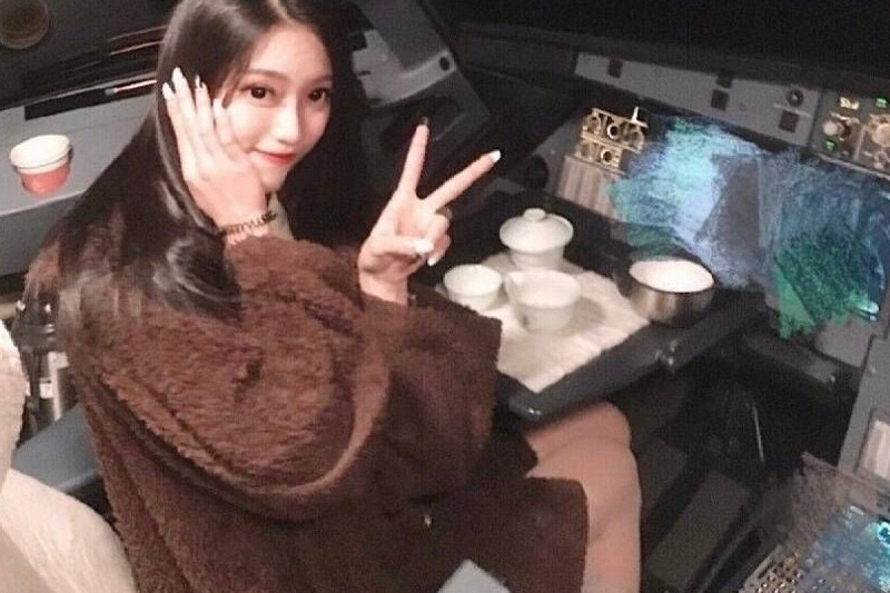 A young woman's selfie has just cost one Chinese pilot his license to ever fly a plane.
